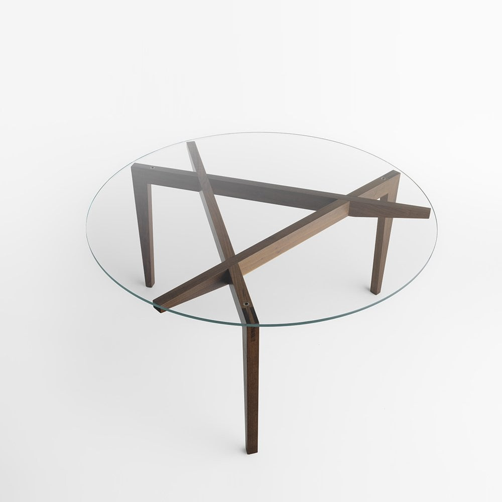 Autoreggente circular dining table