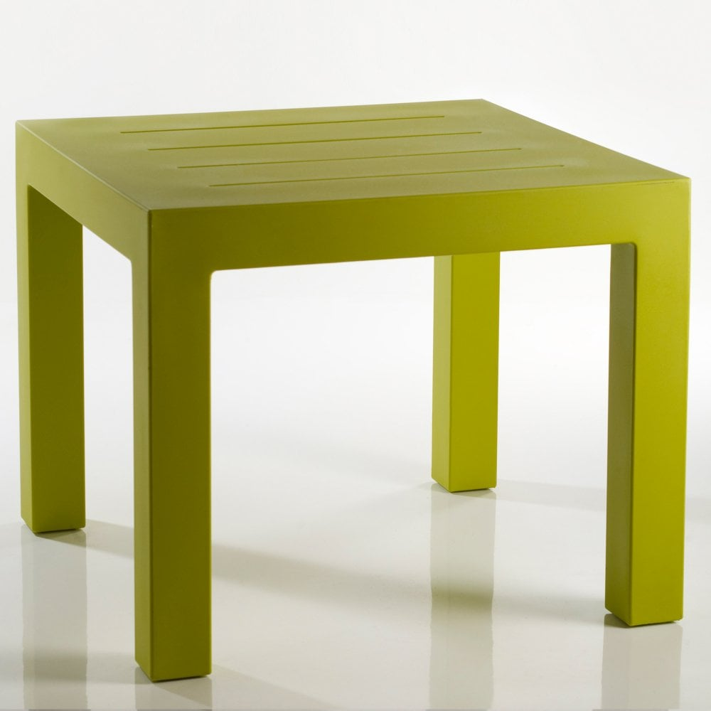 Jut pistachio outdoor dining table
